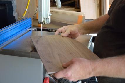 Cut the curved shape on the bandsaw.