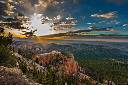 Utah's Bryce Canyon National Park, as seen from Farview Point. Photo by Phillip Abrams. Tweeted by the US Department of the Interior, 3/27/16.