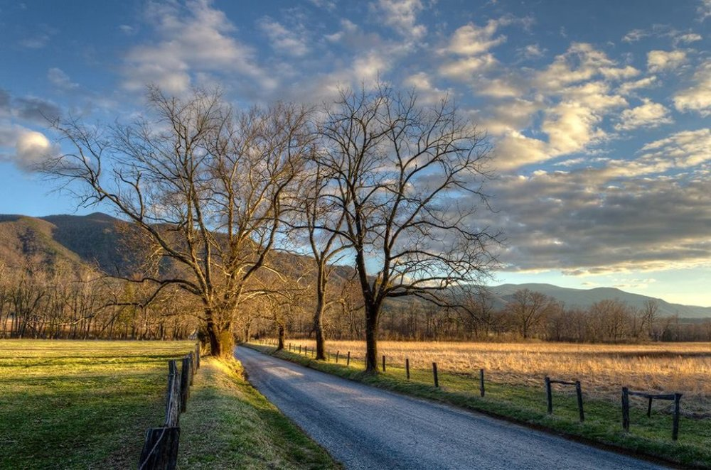 A gorgeous pic of the day's last light in Cades Cove. Picture of Tennessee's Great Smoky National Park by Kristina Plaas. Tweeted by the US Department of the Interior, 3/18/16.