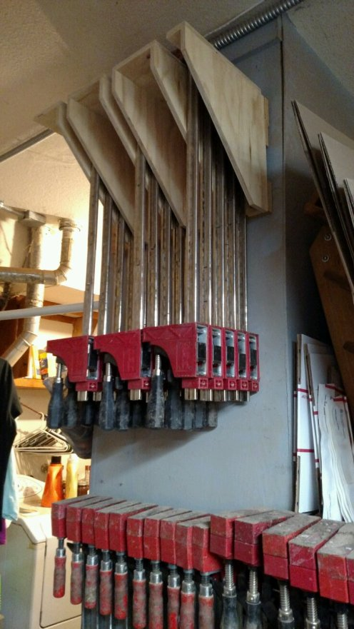 15 clamps in the air, with room for 6 more.