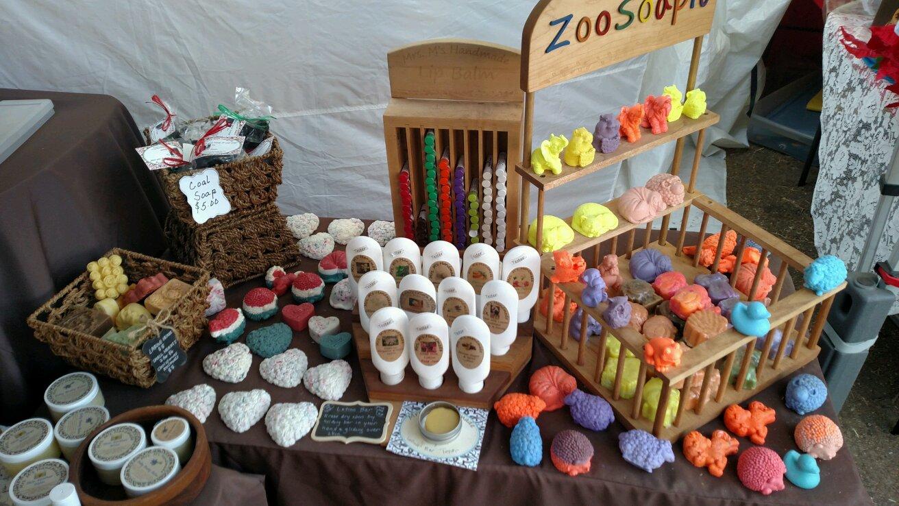 The Board Chronicles: Hillside Farm's Holiday Craft Fair 2017   MowryJournal.com